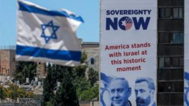 An Israeli flag and a poster in favor of annexation in Jerusalem (06/23/20)