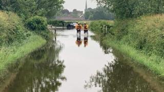 _107361657_01b26a16-491f-4fa6-b2ab-e216cc0e2970 England flooding: Homes evacuated and travel disrupted
