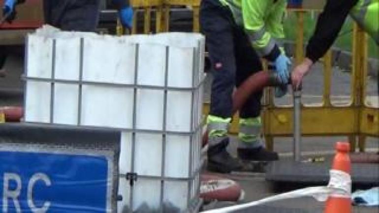 HMRC-Beamte testen Kraftstoff