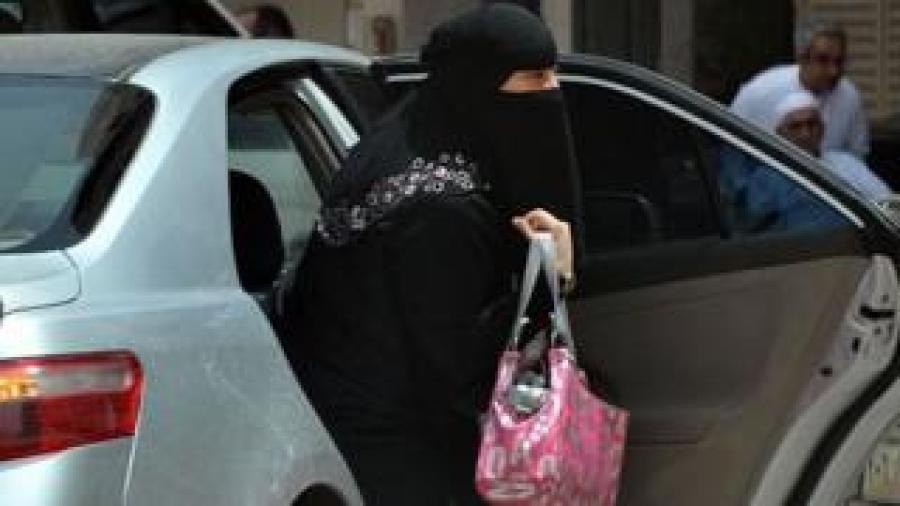 Certaines Saoudiennes s'opposent à l'interdiction pour les femmes de conduire des voitures en Arabie Saoudite.