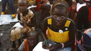South Sudanese refugees take reading lessons at the UNHCR camp of al-Algaya in Sudan's White Nile state, south of Khartoum, 17 May 2017