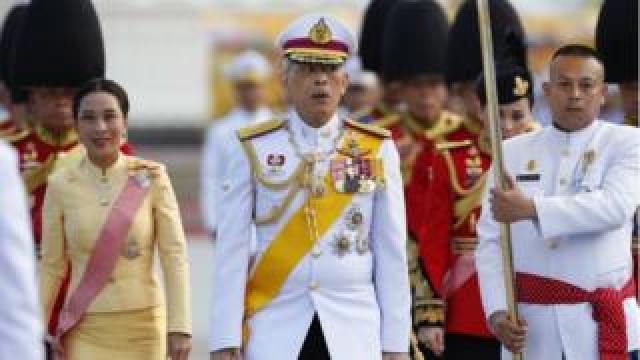 Thai King Maha Vajiralongkorn Bodindradebayavarangkun (C) and his daughter Princess Bajrakitiyabha (L) are accompanied by royal guards during a royal ceremony to mark Chakri Memorial Day at the King Rama I Monument in Bangkok, Thailand, 06 April 2019.