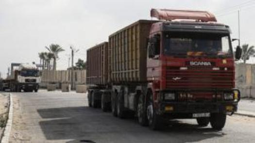 Trucks entering the Kerem Shalom intersection in the southern part of the Gaza Strip (17 July 2018)