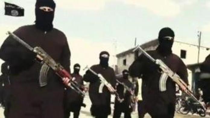 Men with guns in Islamic State propaganda video