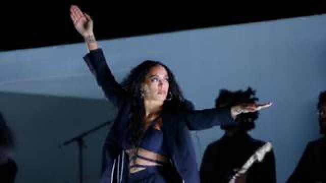Solange performs at Lovebox 2019