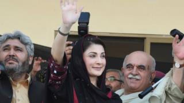 Maryam Nawaz (centre), daughter of jailed former Pakistani prime minister Nawaz Sharif, waves at supporters during a rally