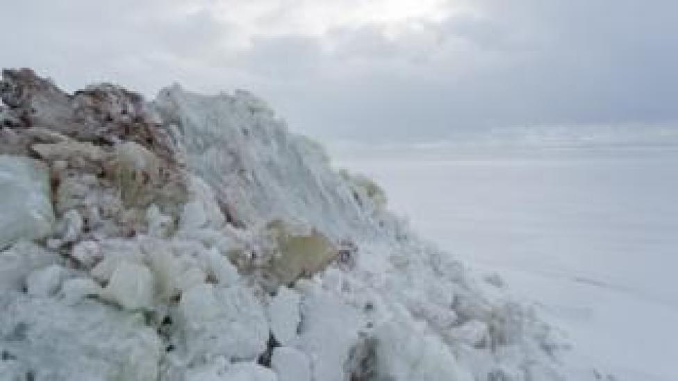 Ice wall in Zelenogorsk