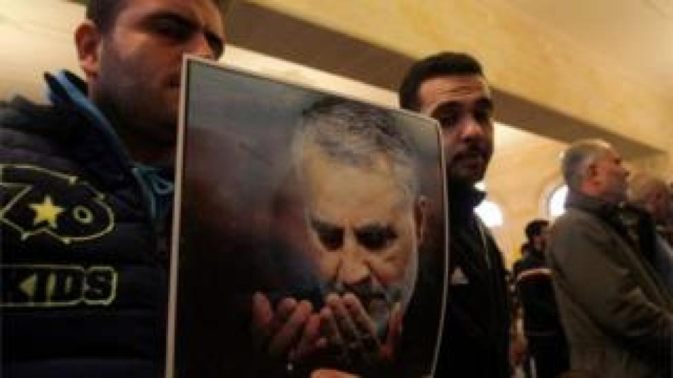 trump Hezbollah supporters in Lebanon hold picture of Qasem Soleimani (03/01/20)