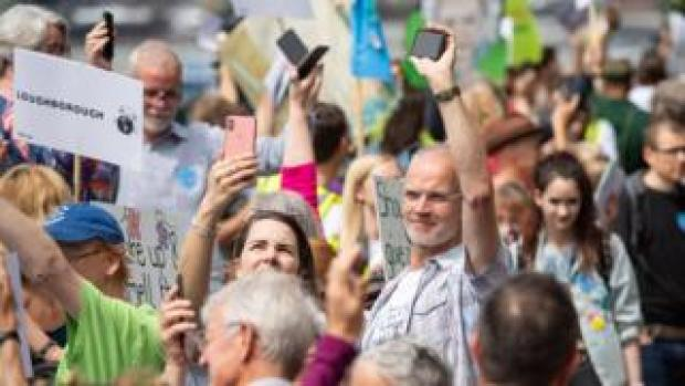 Protesters set off their mobile phone alarms at the same time to highlight the issue