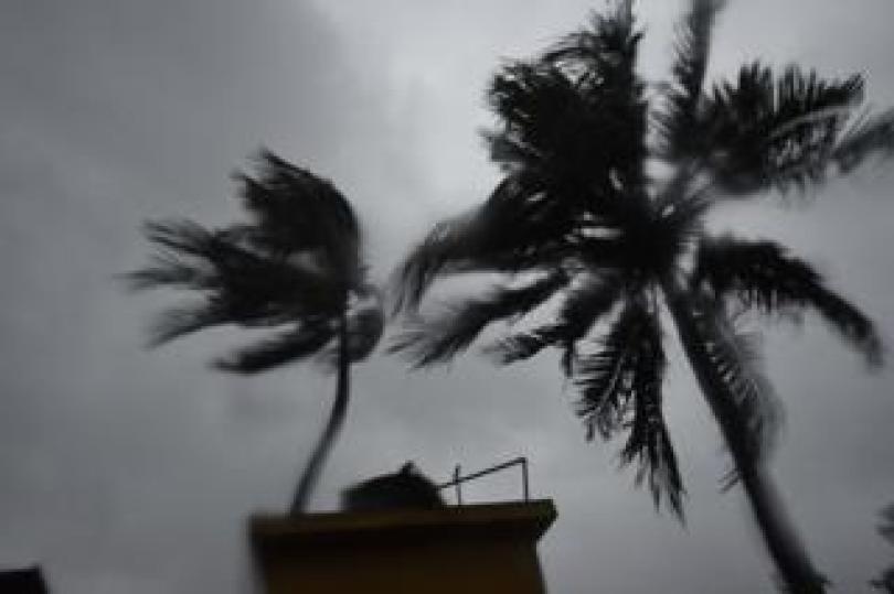 cyclone hits kolkata