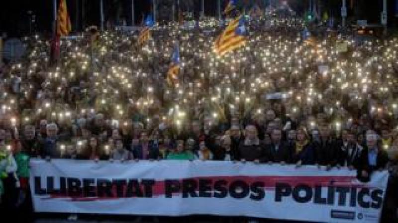 Crowds protest against the imprisonment of former Catalan leader Carles Puigdemont in Barcelona, Catalonia, Spain, 25 March 2018