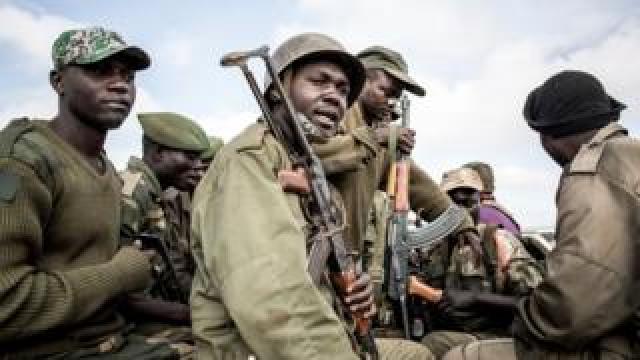 DR Congo soldiers escort healthcare workers