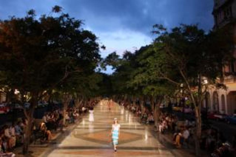 Models present creations by German designer Karl Lagerfeld as part of his latest inter-seasonal Cruise collection for fashion house Chanel at the Paseo del Prado street in Havana, Cuba, May 3, 2016.
