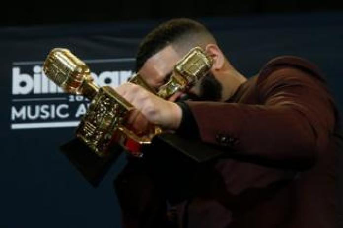 Drake poses backstage with his awards