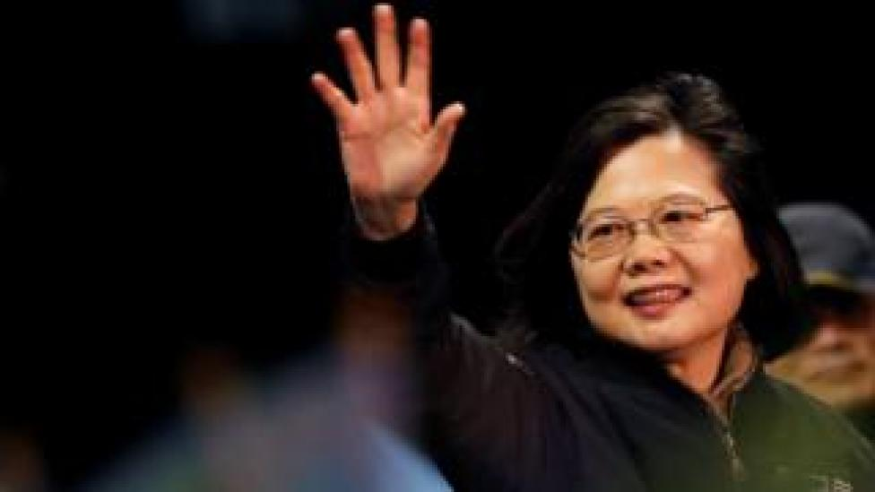 trump Tsai Ing-wen waving to supporters