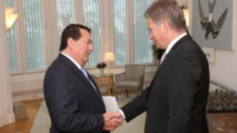 Malta's ambassador Michael Zammit Tabona (left) and Finnish President Sauli Niinistö. Photo: May 2014