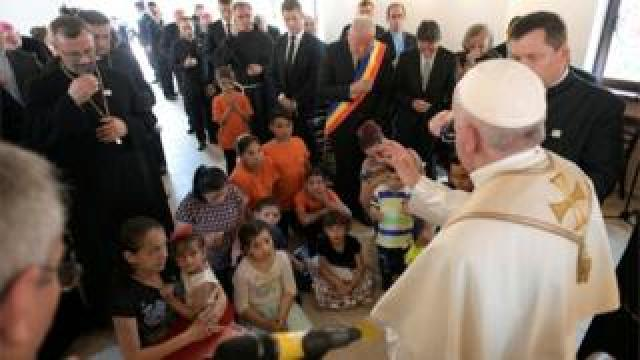 Pope Francis meets Roma people in Romania