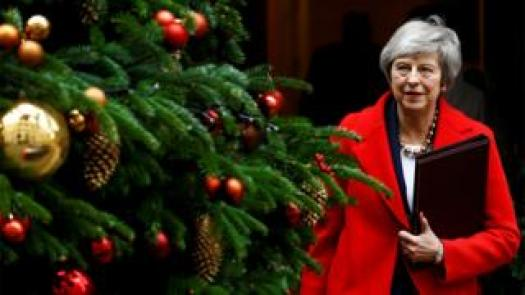 Theresa May exceeds the Christmas tree while leaving 10 Downing Street
