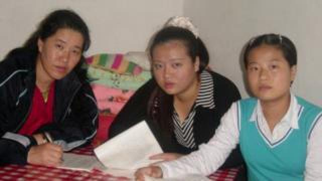 Grace Jo, her mother and older sister in China in 2004