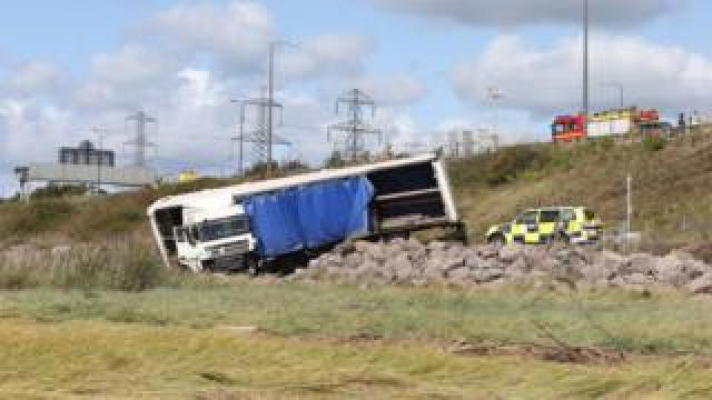 The lorry that crashed off the M4