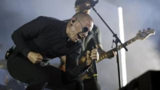 Bennington on stage