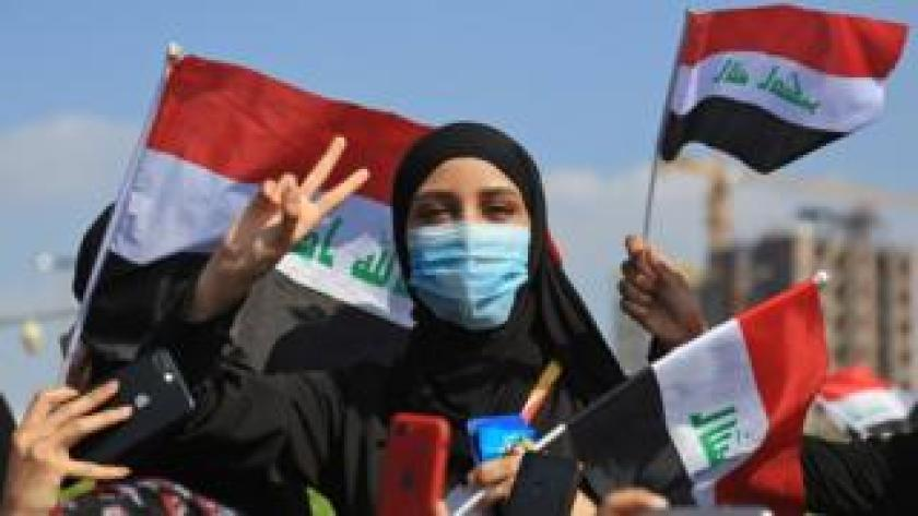 An Iraqi woman takes part in an anti-government protest in the central city of Karbala (31 October 2019)