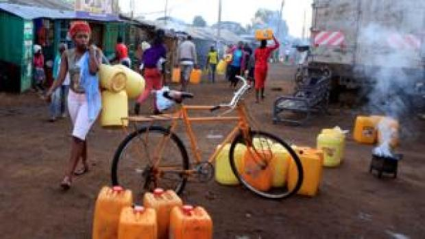 A woman carrying water in Nairobi