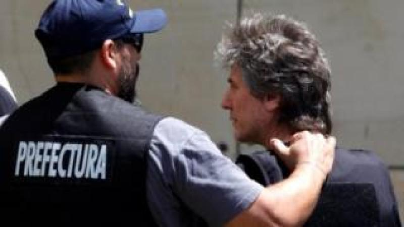 "Former Argentine Vice President Amado Boudou is escorted by a member of Argentina""s Coastguards as he arrives to a Federal Justice building in Buenos Aires, Argentina November 3, 2017. REUTERS"