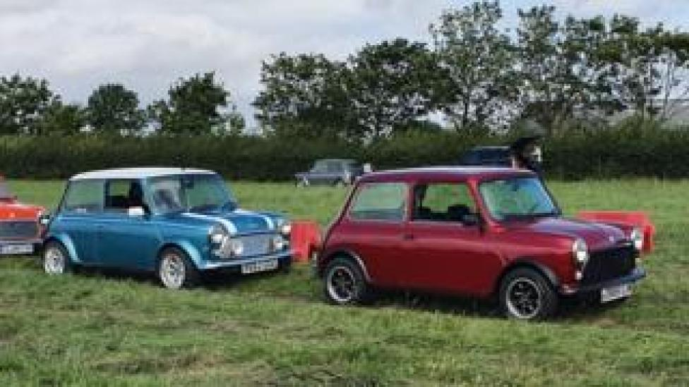 Mini cars Gerry (l) and Eddie (r)