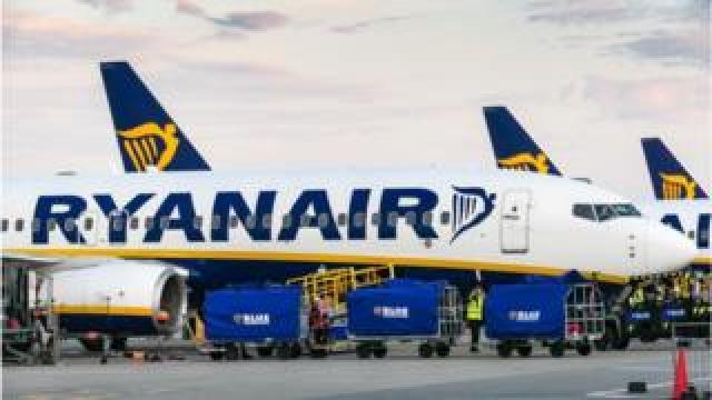 Ryanair aeroplanes