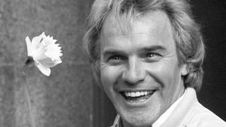 _106901984_starr_pa Freddie Starr fans to say farewell at comedian's funeral
