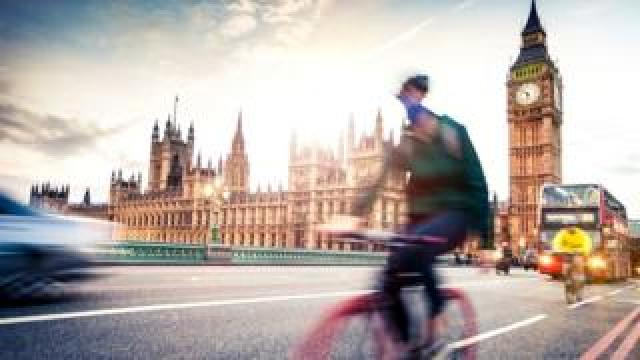 Cyclists on Westminster bridge