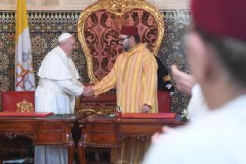 Pope Francis shakes the hand of King Mohammed VI of Morocco in Rabat, 30 March