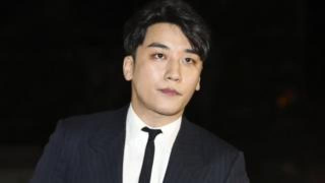 Seungri arrives at a police station in Seoul for questioning (27 Feb 2019)