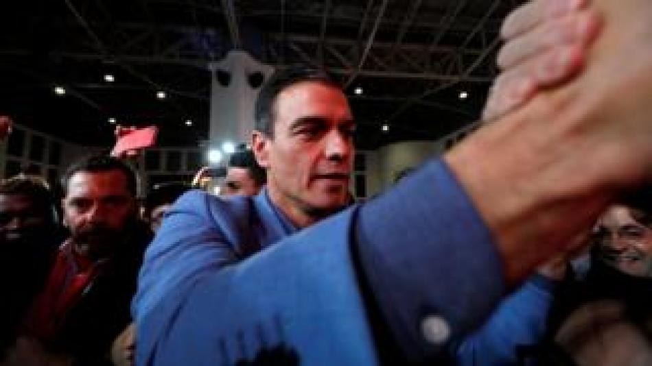 Eccd.net News  Pedro Sánchez greets voters at a closing rally on Friday