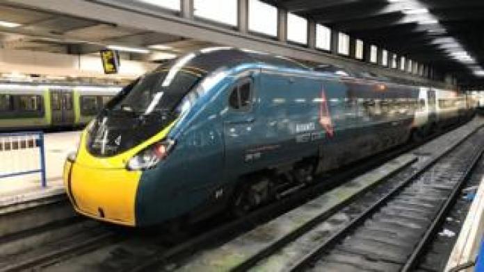 An Avanti West Coast Pendolino train at London Euston train station