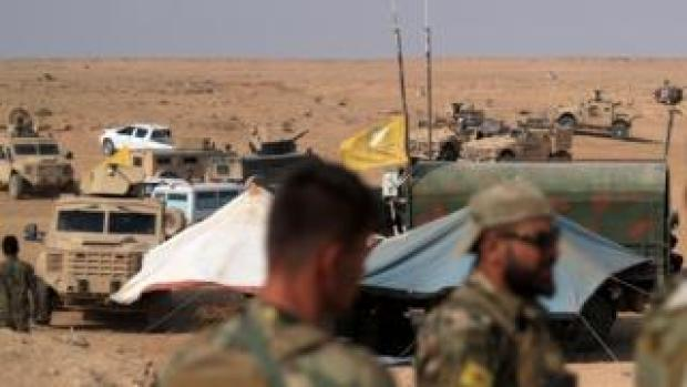 US-led coalition forces and Syrian Democratic Forces fighters gather near the village of Susah in Deir al-Zour province, Syria (14 September 2018)