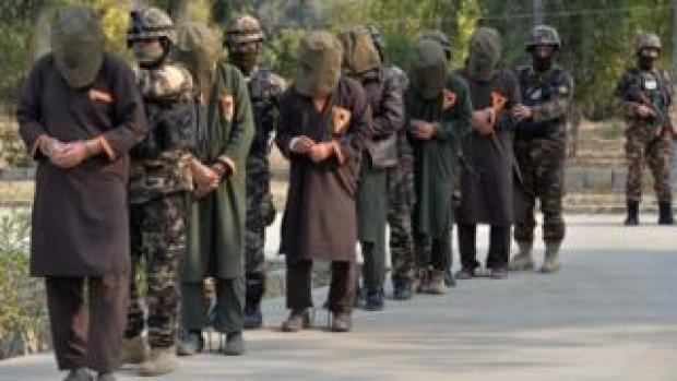 Afghan security forces with captured Taliban fighters