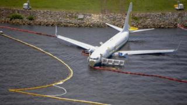 Miami Air International Boeing 737 in St John's River