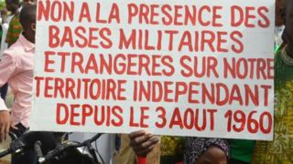 Manifestation contre les bases militaires françaises au Niger
