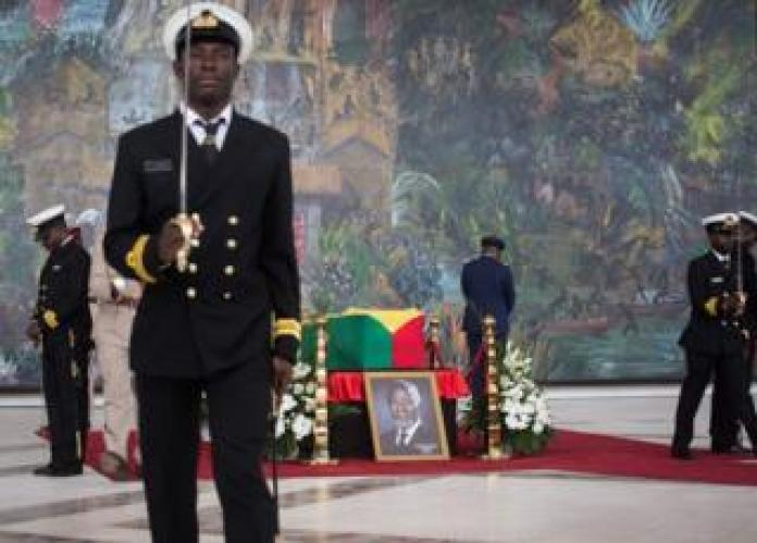 Military officers guard the coffin of Kofi Annan, Ghanaian diplomat and former Secretary General of the United Nations, who died on August 18 at the age of 80 after a brief illness at the Accra International Conference Center in Accra before his funeral on September 12, 2018.