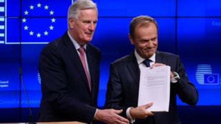 EU Brexit chief negotiator Michel Barnier (L) with European Council President Donald Tusk