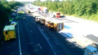 Acid spill off overturned lorry closes M11 near Stansted ...