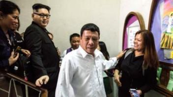 Ninka iska egyihiin madaxweynaha Philippine (Cresencio Extreme) iyo ninka kale aanan la garaneyn hoggaamiyaha Kuuriyada Waqooyi ( Howard X)