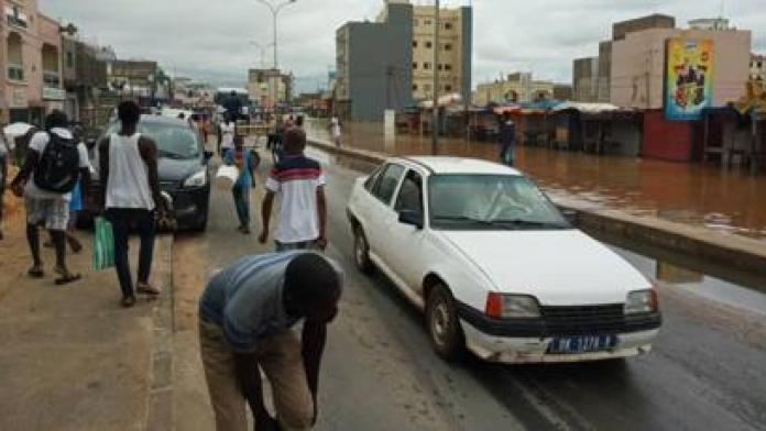 La banlieue de Dakar sous les eaux