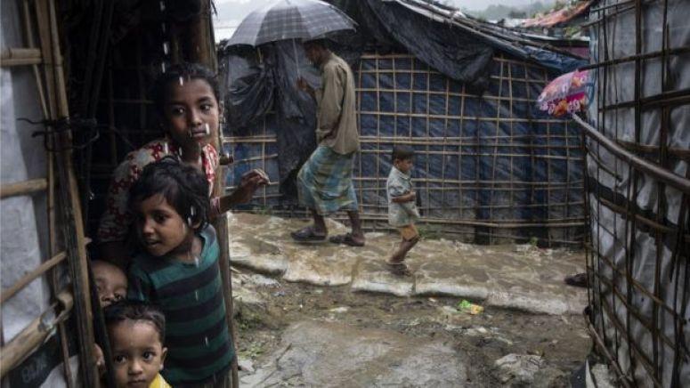 在孟加拉难民营中的罗兴亚人。