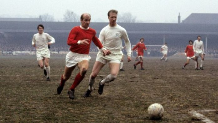 Jack Charlton (right) in action for Leeds challenging his brother, Bobby