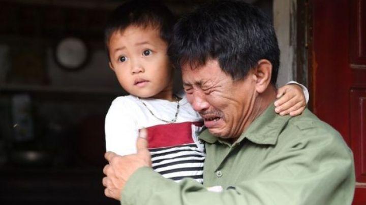 ३० वर्षीया छोरा ले मिङ टनका बुवालाई संयुक्त अधिराज्यको एसिक्समा लरीमा भेटिएका ३९ जनाको शवमा आफ्ना छोरा पनि भएको आशङ्का छ