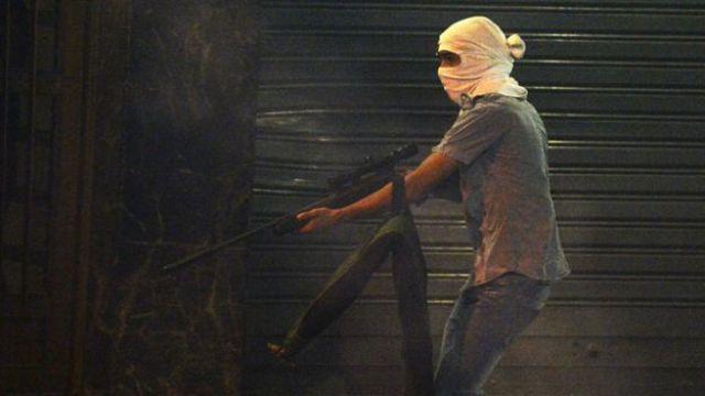 Joven armado en Caracas