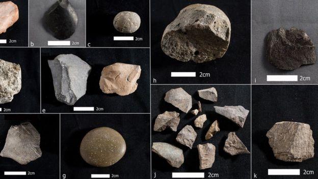 Variedad de rocas encontradas en el yacimiento arqueológico.